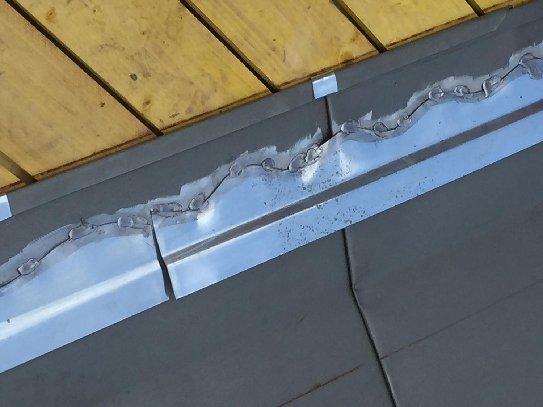 Toiture en zinc joint debout les couvreurs de molliens for Toiture zinc joint debout